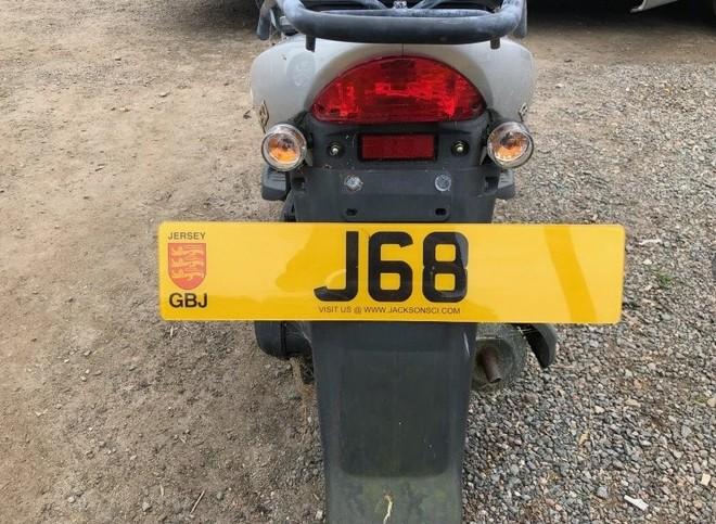Xe mang biển số J68 với 1 chữ cái siêu hiếm