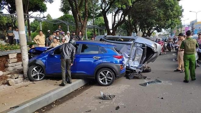 Hiện trường vụ tai nạn khiến nhiều người bị thương tại khu vực Ngã 3 Hoa Lư - Gia Lai
