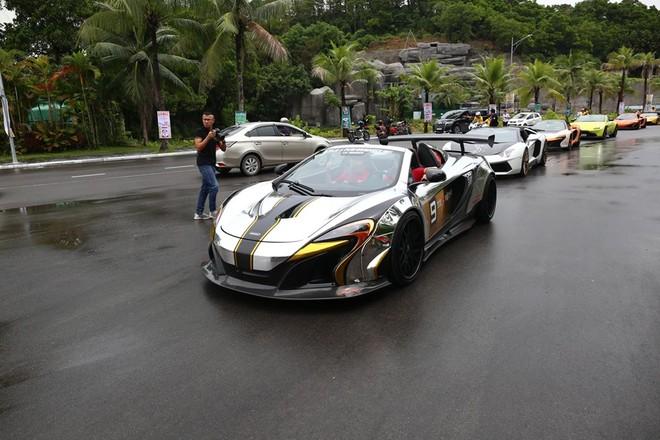 Vẻ đẹp siêu xe McLaren 650S Spider độ Liberty Walk của Dương Kon khi mở mui
