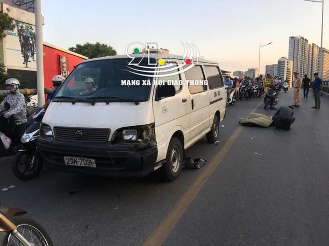 Chiếc ô tô bị vỡ góc đầu xe bên trái sau vụ tai nạn