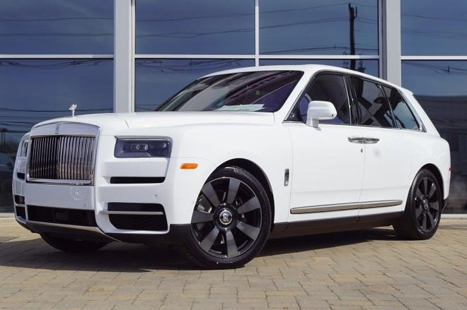 SUV siêu sang Rolls-Royce Cullinan mang màu sơn trắng