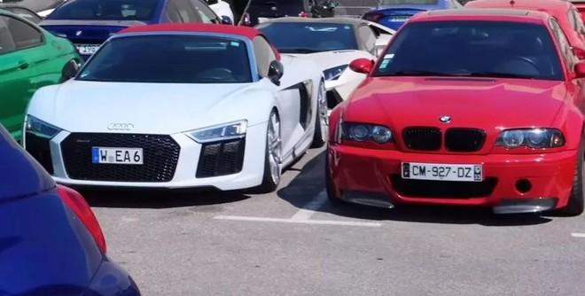 Trong ảnh là cặp đôi siêu xe Audi R8 Spyder và một chiếc ô tô thể thao hạng sang của BMW