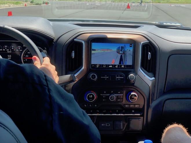 Một phần lý do khiến giá xe bán tải tăng nhanh là số lượng công nghệ trang bị trên chúng bây giờ