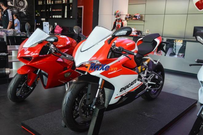 Đại diện Ducati Việt Nam cho hay dự kiến ban đầu là nhập một chiếc Ducati 959 Panigale Corse về trong Nam và chiếc còn lại sẽ đưa ra Hà Nội trưng bày