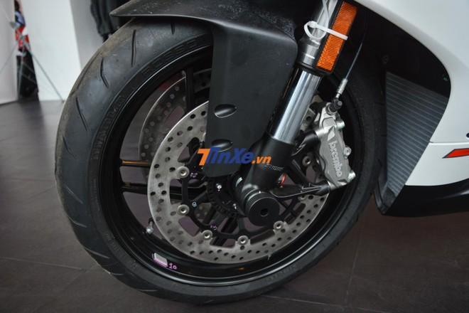 Phuộc trước của Ducati 959 Panigale Corse tại Việt Nam vẫn của Showa