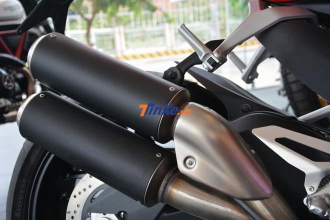 Ống xả kép trên Ducati 959 Panigale Corse tại Việt Nam