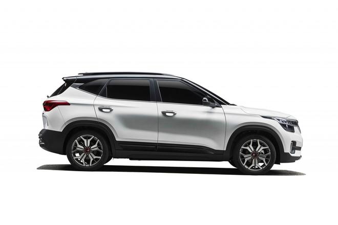 Kia Seltos 2020 có kích thước lớn hơn Hyundai Kona một chút