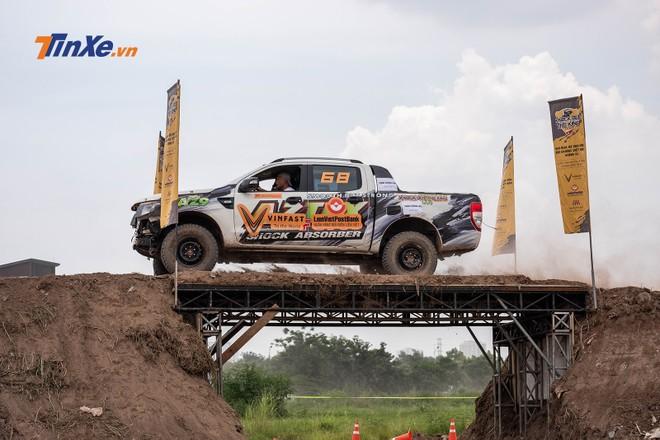 Bài chạy qua cầu đòi hỏi tay đua phải có khả năng điều khiển lái chính xác trong khi di chuyển ở tốc độ cao