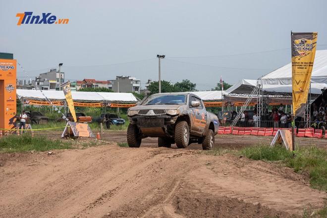 So với các đội đua khác, đội đua Racing AKA có ưu thế hơn khi được hỗ trợ bởi một độ ngũ kỹ thuật viên chuyên nghiệp của Mitsubishi