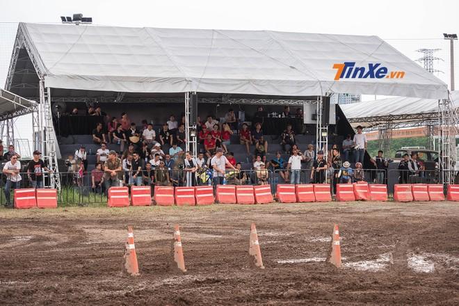 Tại vòng 3 này, ban tổ chức KOK cũng sắp xếp một khu vực xem đua ngoài trời dành cho những khán giả ưa thích sự kích thích ở khoảng cách gần. Dẫu vậy, khu vực này vẫn có màn hình nhỏ để người xem dễ dàng theo dõi các góc đua khác nhau