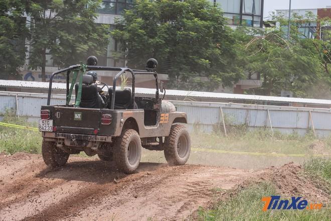 Một tay đua nhất quyết trung thành với Jeep, dù rằng chiều dài cơ sở của dạng xe này sẽ ngắn hơn bán tải hoặc SUV, từ đó cho khả năng vào cua kém hơn