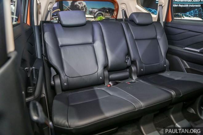 Hàng ghế giữa với 3 chỗ ngồi