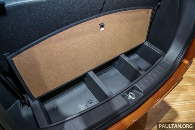 Ngăn chứa đồ bên dưới sàn khoang hành lý