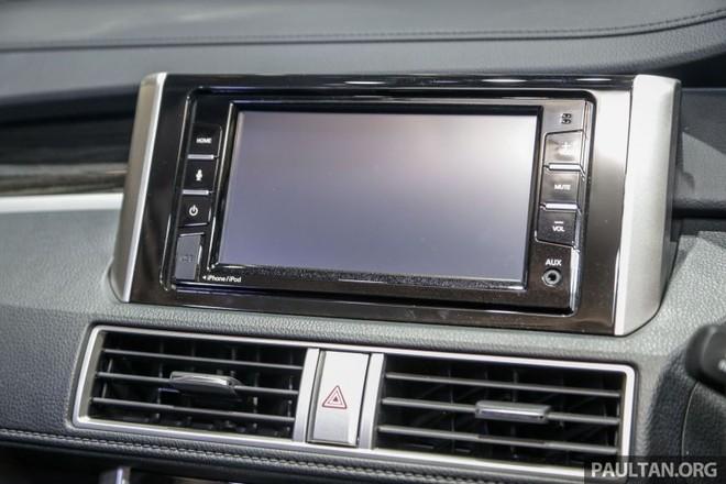 Nissan Livina 2019 hơn Mitsubishi Xpander ở chỗ có màn hình trung tâm hỗ trợ Apple CarPlay và Android Auto