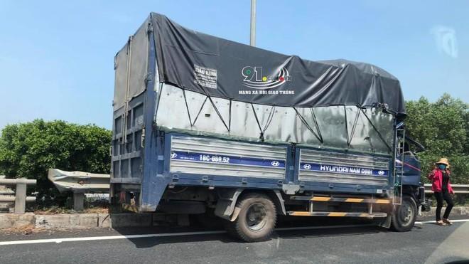 Chiếc ô tô tải tại hiện trường vụ tai nạn