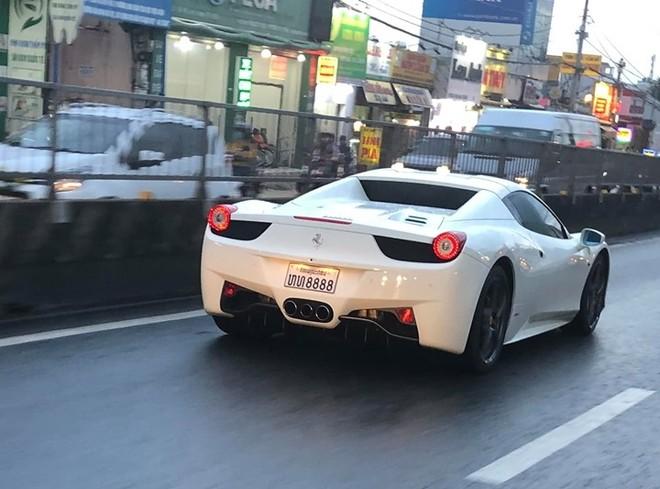 Siêu xe Ferrari 458 Spider mang biển của nước Lào