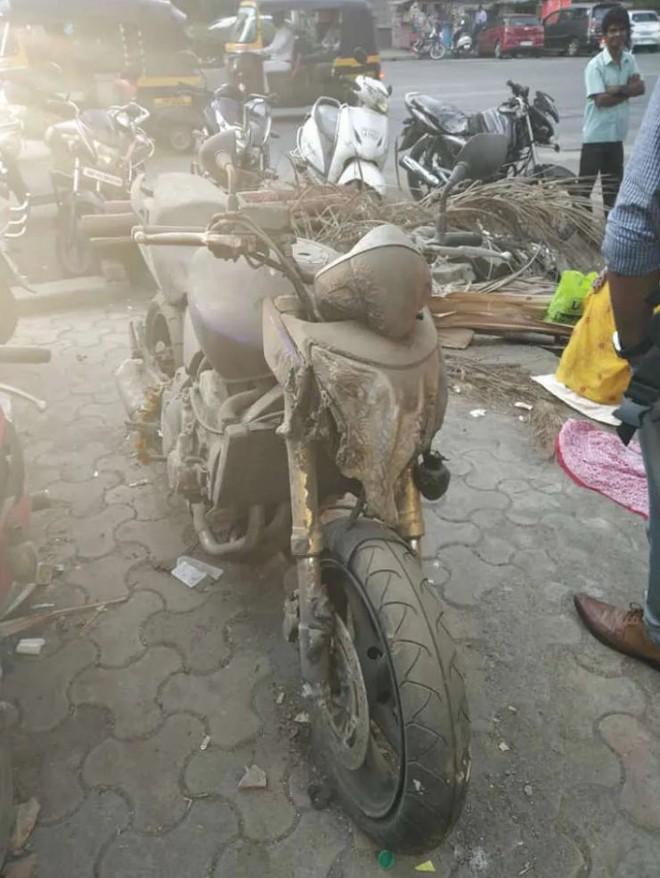 Chiếc Yamaha FZ-1 bị hư hỏng đầu đèn do tai nạn
