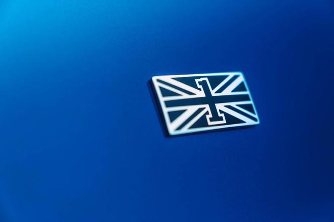 Logo của phiên bản đặc biệt trên cột C