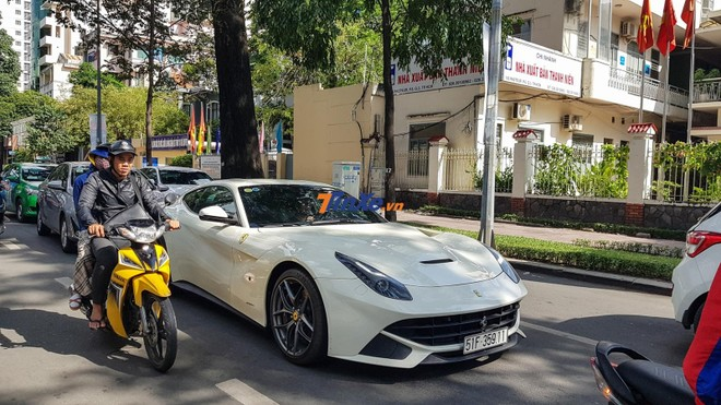 Nhiều năm đắp chăn trong garage, Ferrari F12 Berlinetta bất ngờ được Phan Thành cho tái xuất trên đường