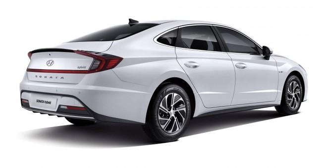Hyundai Sonata Hybrid 2020 sở hữu cánh gió đuôi tích hợp vào cụm đèn hậu