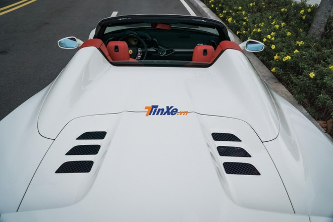 Siêu xe Ferrari 458 Spider quả thực rất hợp với các cô gái cá tính đam mê tốc độ nhưng ở Việt Nam phái yếu chơi siêu xe thường bị dè bỉu