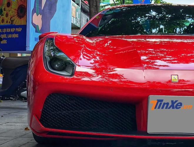 Siêu xe mui trần Ferrari 488 Spider màu đỏ được đưa về nước vào tháng 1/2017