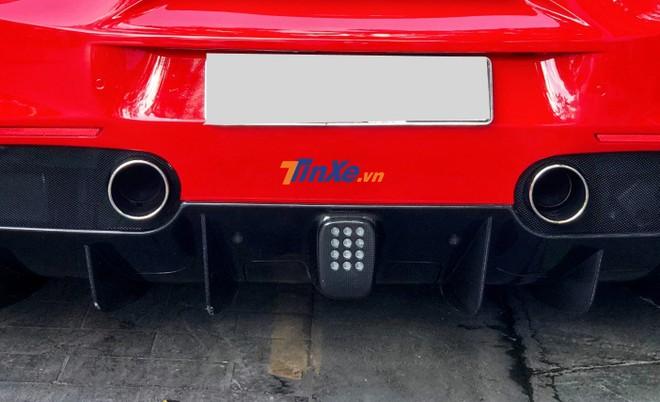 Siêu xe mui trần Ferrari 488 Spider tăng tốc 0-100 km/h chỉ 3 giây