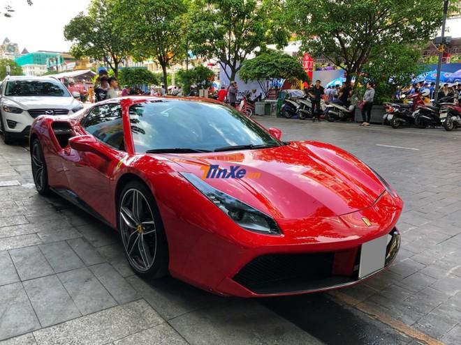 Sau thời gian dài ở Hà Nội, siêu xe mui trần Ferrari 488 Spider màu đỏ đã vào Nam