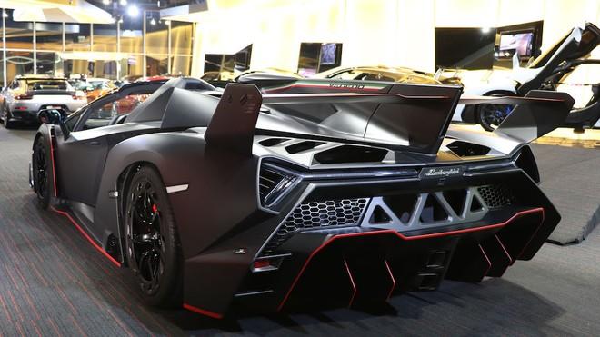 Lúc mới ra mắt, siêu xe Lamborghini bán Veneno Roadster có giá bán 4,5 triệu đô la cho mỗi chiếc