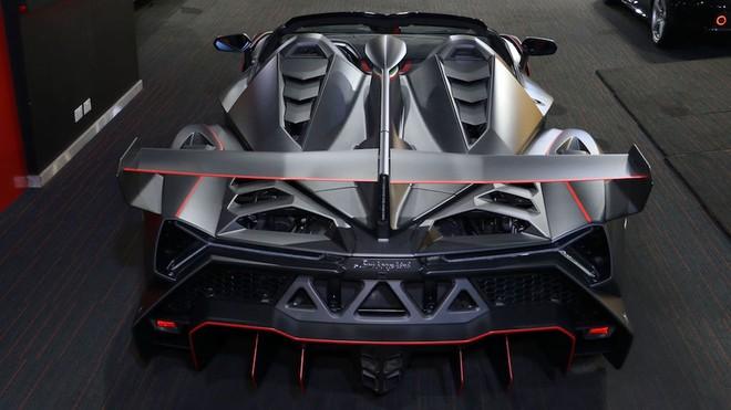 Chiếc siêu xe Lamborghini Veneno Roadster này chỉ mới lăn bánh 85 km, gần như mới toanh