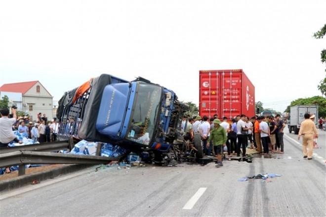 Hiện trường vụ tai nạn thương tâm tại Hải Dương khiến 5 người thiệt mạng