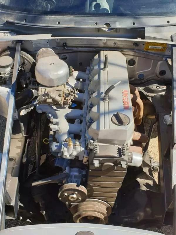 Động cơ xe bây giờ là một máy Nissan thay vì Mazda nguyên gốc