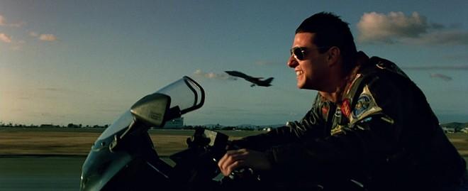 Tom Cruise và Kawasaki GPZ900R trong phim Top Gun năm 1986