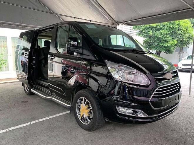 Theo các tư vấn bán hàng, Ford Tourneo 2019 đang có giá tạm tính từ 1 – 1,2 tỷ đồng