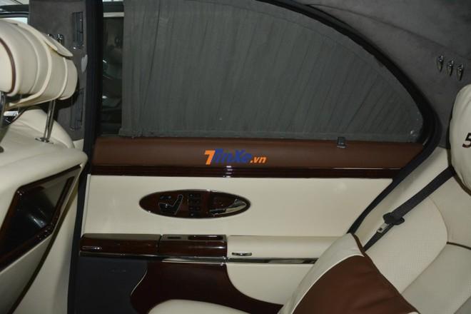 Maybach 57S vẫn có rèm che cửa cho các cửa kính