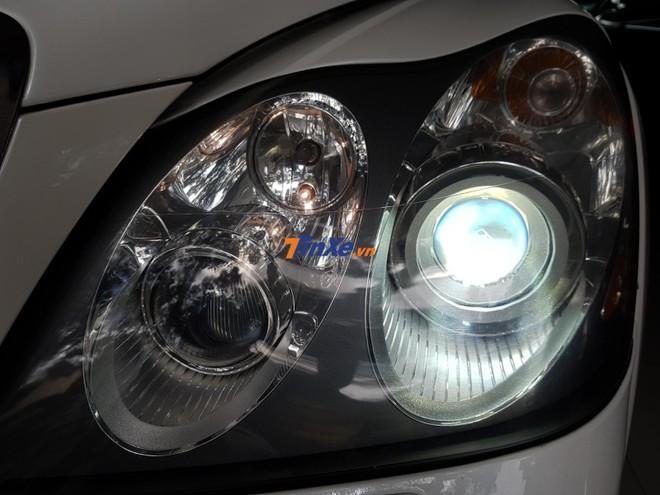 Đèn pha LED tích hợp logo M kép vào trong