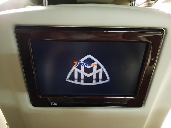 Màn hình giải trí cho hành khách ngồi phía sau