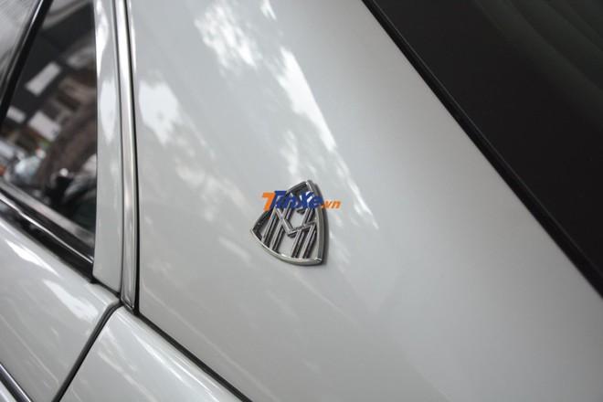 Logo M kép đặc trưng của Maybach cũng xuất hiện trên những chiếc xe siêu sang Mercedes-Maybach S-Class ngày nay
