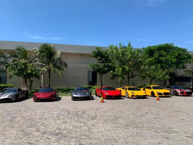 Dàn siêu xe cực khủng của nhà giàu Sài thành tụ tập tại resort ở Long Hải