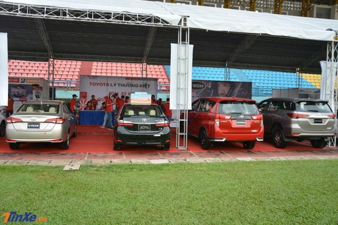 toyota khuyến mãi xe cho khách tham dự hội chợ oto.com.vn