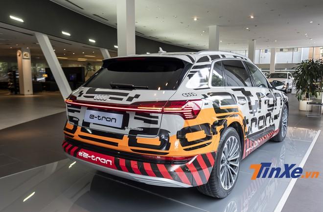 Đuôi xe mang đậm triết lý thiết kế mới của Audi trong thời gian gần đây.