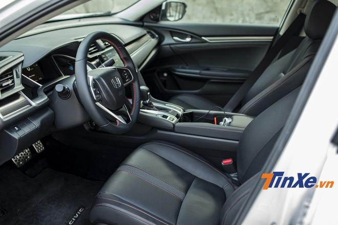 Honda Civic thế hệ 10 được nâng cấp rõ rệt từ trong ra ngoài.