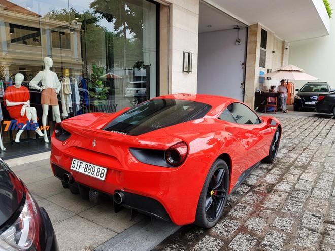 Siêu xe Ferrari 488 GTB của Tuấn Hưng chắc chắn sẽ tham dự vào đám cưới của Cường Đô-la