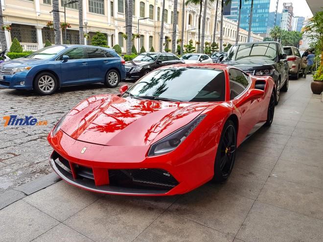 Vào hai ngày trước, siêu xe Ferrari 488 GTB của Tuấn Hưng có xuất hiện cùng dàn xe khủng tụ tập tại Long Hải