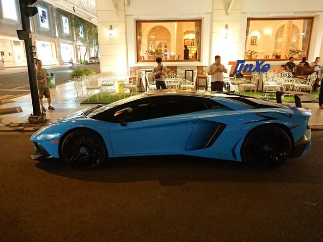 Vẻ đẹp của siêu xe Lamborghini Aventador LP750-4 SV đã thay áo sang màu Blu Cepheus