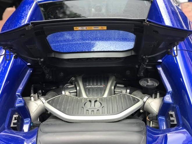 Cận cảnh khối động cơ V8, tăng áp kép, dung tích 3,8 lít của McLaren 650S Spider