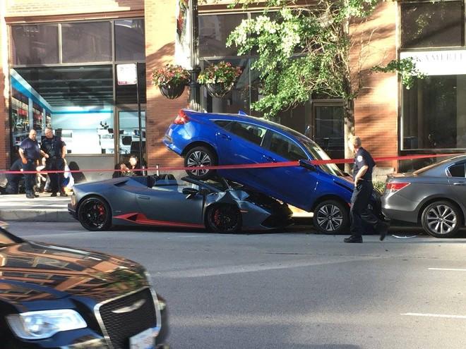 Hiện trường vụ tai nạn do người lái chiếc Lamborghini Huracan Spyder gây ra tại Chicago vào năm 2018