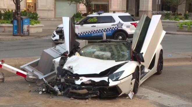Chiếc siêu xe Lamborghini Aventador bị hỏng nặng ở đầu xe