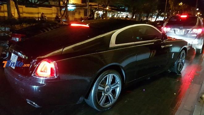 Chiếc Rolls-Royce Wraith này đưa đón ông chủ công ty nhập khẩu xe siêu sang quận 5