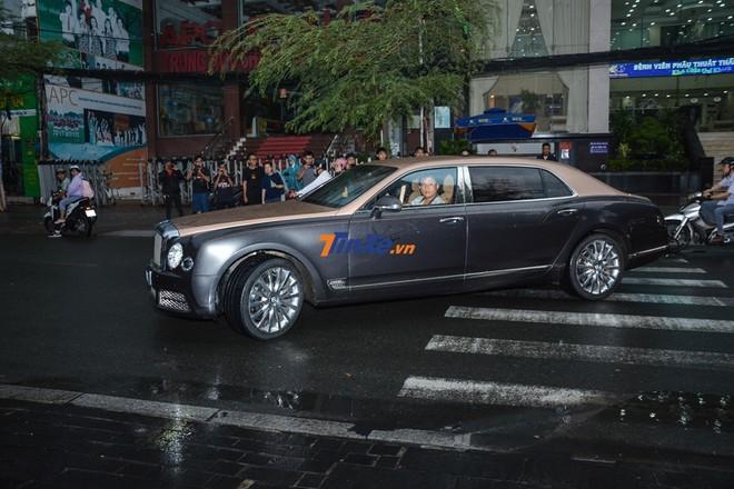 Chiếc xe siêu sang Bentley Mulsanne EWB của doanh nhân quận 12 sở hữu ngoại thất 2 tông màu